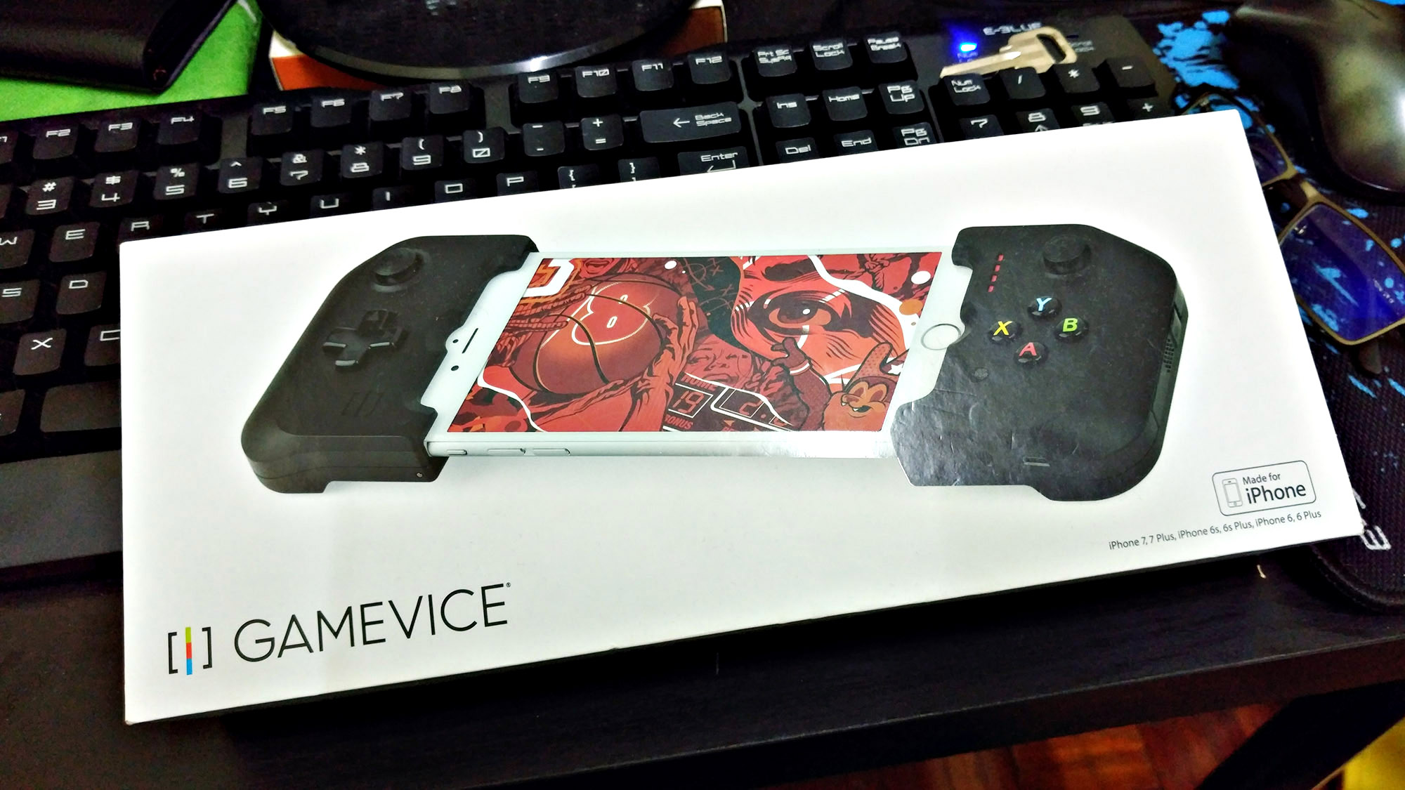 iPhone Gamers Will Love This Gamevice Deck