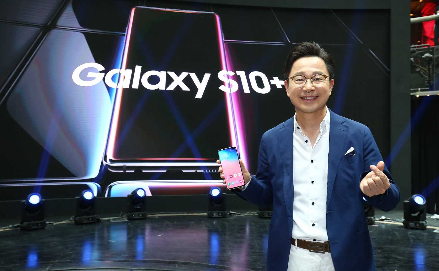 Samsung Malaysia Sets Record With Malaysia's First Launch of a Smartphone to Space